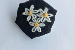 Hand-embroidered-daisy-brooch.