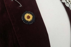 Hand-embroidered-sunflower-brooch