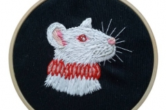 1_Hand-embroidered-rat-in-a-ruff-hoop-4-inches.