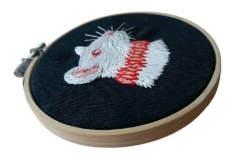 1_Hand-embroidered-rat-in-a-ruff-hoop-4-inches